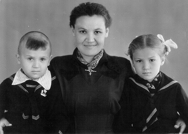 Маме 27 лет, Лане 7 лет, Толе 5 лет. 15.06.1959 г.