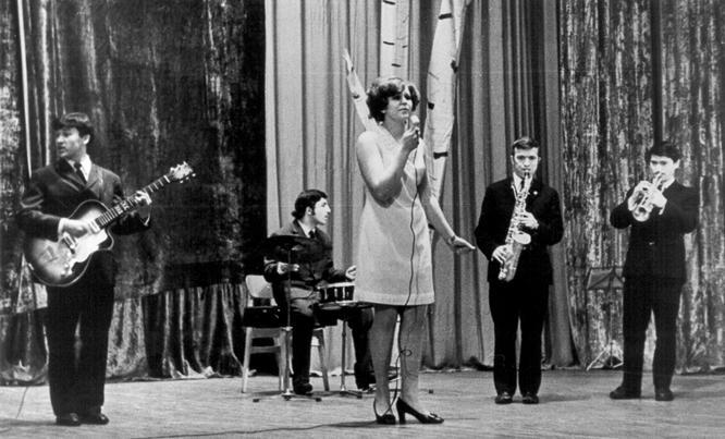 Так начинал Анатолий Полотно (крайний слева). За барабанами – Гешка-цыган.