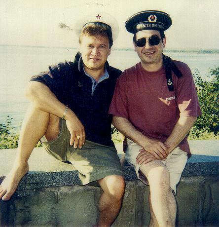 «С дружком на море прикатили...» Мы с Федькой в Крыму на гастролях.